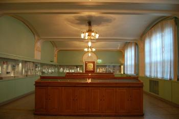 In the interior of the Coin Cabinet, inspiration from the Viennese Jugendstil movement was combined with ornamentation inspired by the Museum's own archaeological Collections.